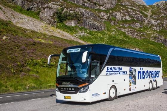I en dejlig rejsebus på vej  mod dejlige dage ved Gardasøen