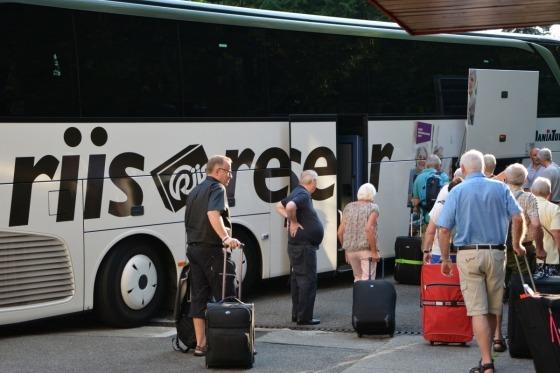 Vi pakker bussen og kører mod København